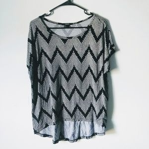 Forever 21 Medium Black Patterned High Low Tee